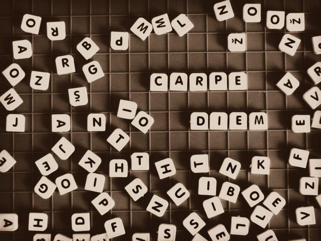 Lettres qui forment Carpe Diem